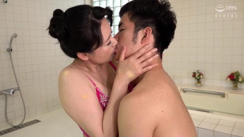 近親相姦中出しソープ 初めての熟女風俗、指名したら母ちゃんだった 三浦恵理子 3枚目