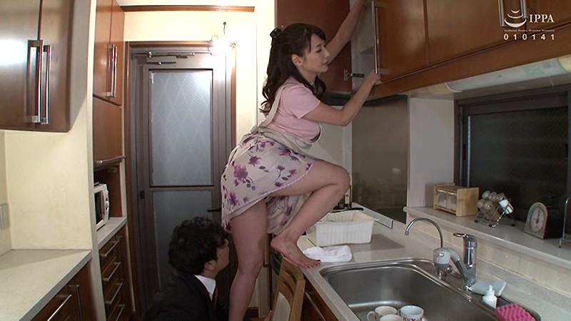 部長の奥さんがエロすぎて… 加藤あやの 1枚目