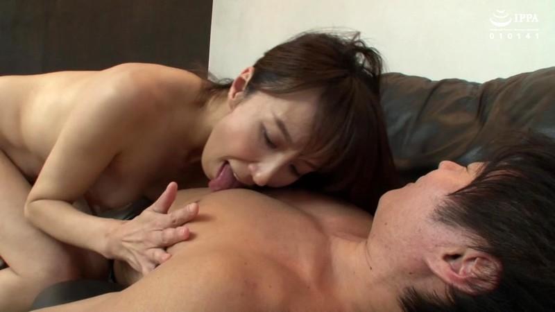 妻の女友達に狙われた僕は中出しを拒めない 澤村レイコ
