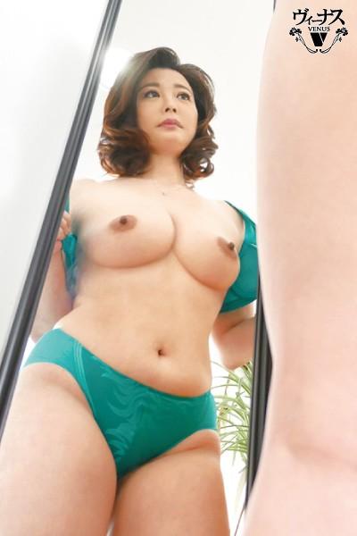 フロントホックブラと小さいパンティーで童貞の僕を挑発するとなりの奥さん 佐倉由美子 2枚目