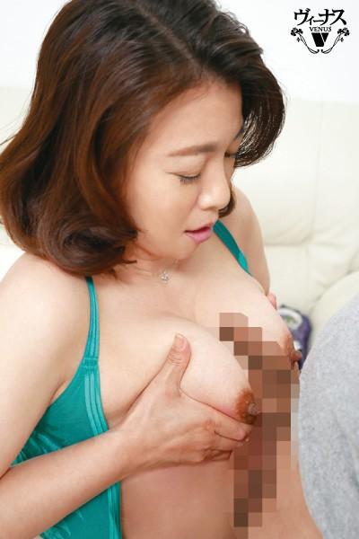 フロントホックブラと小さいパンティーで童貞の僕を挑発するとなりの奥さん 佐倉由美子 4枚目