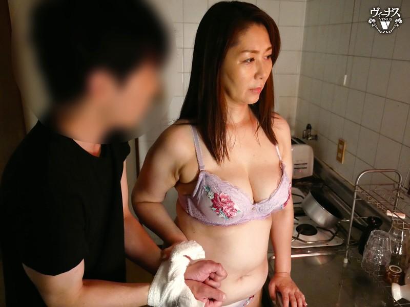 汗だく性欲まみれ!おばさん脱獄犯に強●中出しさせられた僕 翔田千里
