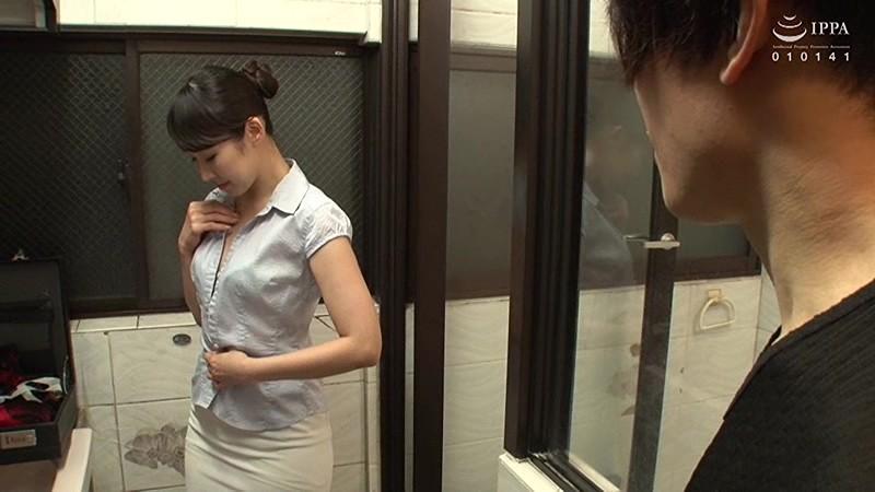 SEXYランジェリー訪問販売員の猥褻中出しセールス術 桜樹玲奈 11枚目