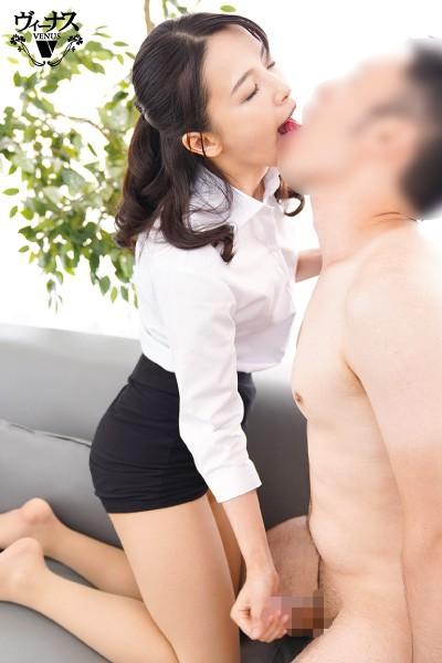 担任の私と男子生徒が涎を垂れ流し何度も夢中で舌を絡めるご両親不在のベロチュウ家庭訪問 向井藍2