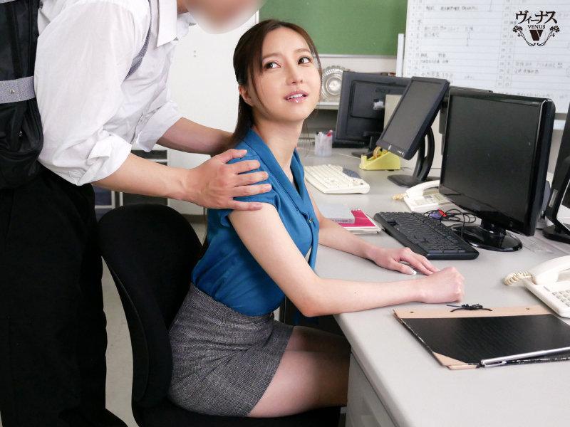 美人女教師の彼女はクラスの担任で部活の顧問でボクの恋人 羽咲美亜