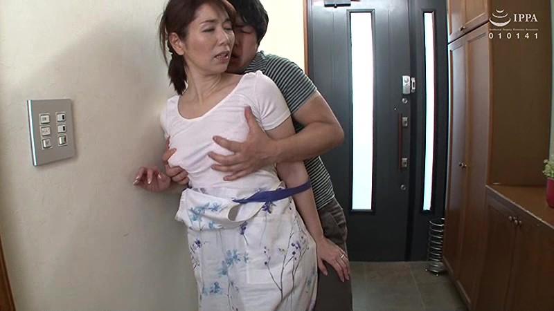 父が出かけて2秒でセックスする母と息子 翔田千里サンプルF1