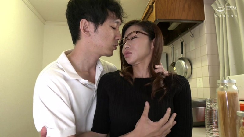 VENU-906 Studio VENUS - This Stepmom Gets Fucked By Her Stepson 2 Seconds After Her Husband Leaves The House - Arisa Shitara - big image 1