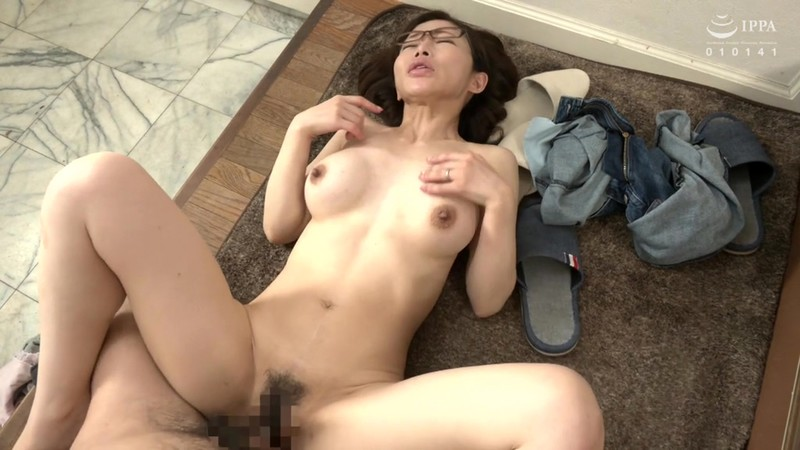 VENU-906 Studio VENUS - This Stepmom Gets Fucked By Her Stepson 2 Seconds After Her Husband Leaves The House - Arisa Shitara
