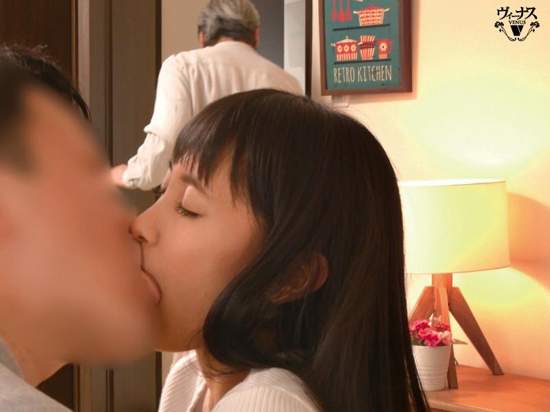 父が出かけて2秒でセックスする母と息子 ...