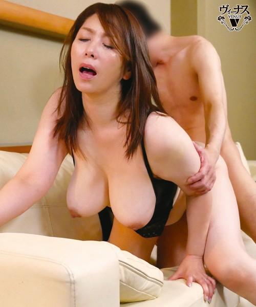 近ごろ豊満な熟女体型を気にしはじめた嫁の母が恥じらう姿に僕は勃起してしまった 翔田千里 画像5