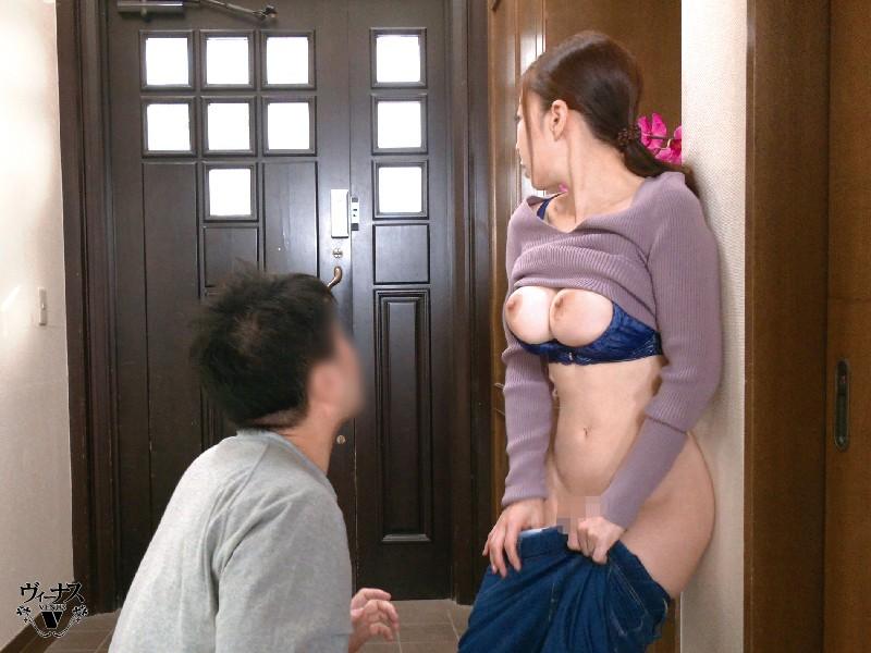 父が出かけて2秒でセックスする母と息子 中野七緒