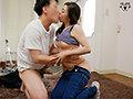 父が出かけて2秒でセックスする母と息子 白木優子