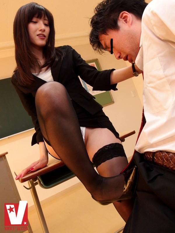 森沢かな 強制生中出し女教師 知的な視線!