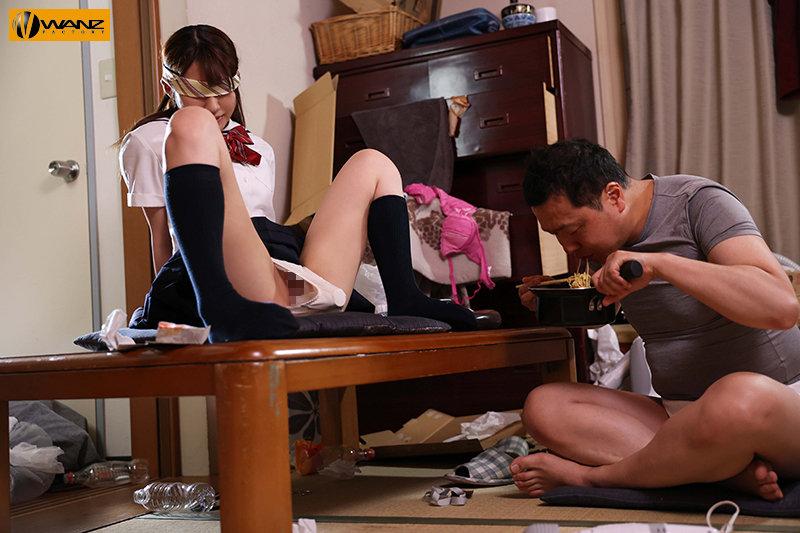 隣のゴミ部屋に監禁された制服少女は 絶倫オヤジの精液ぶっかけ種付けレ×プで汚されてイク... 東條なつ キャプチャー画像 8枚目