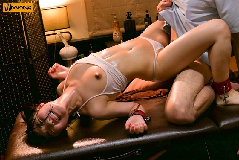 貧乳でロリの美少女、栄川乃亜の媚薬オイルエロマッサージ無料エロ動画。【栄川乃亜動画】