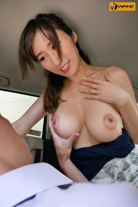 妊娠OK!!色気むんむんで迫ってくる爆乳ヤリマン不倫人妻 JULIA 画像1