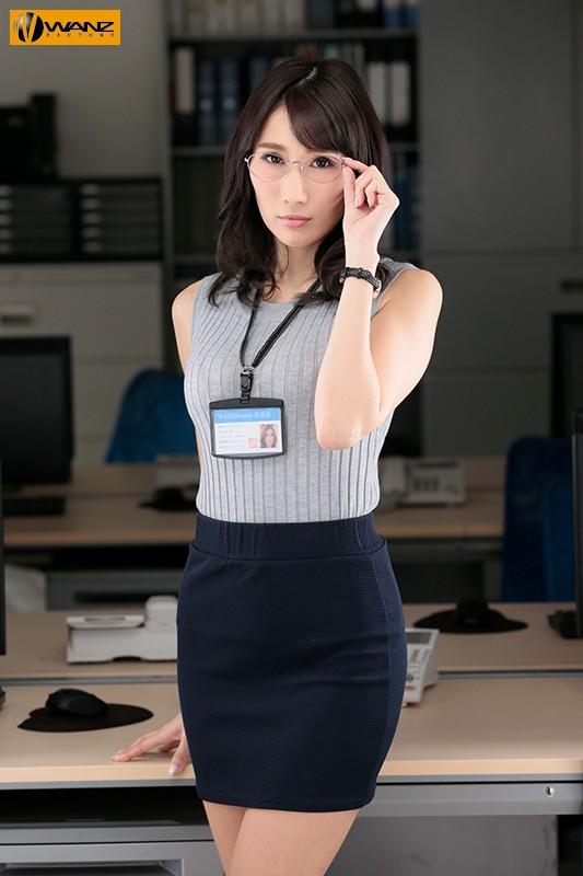 クールでエリート爆乳女上司が朝まで絶頂オーガズム 無能な部下の巨根で何度も膣奥突かれたJ部長 JULIA 1枚目