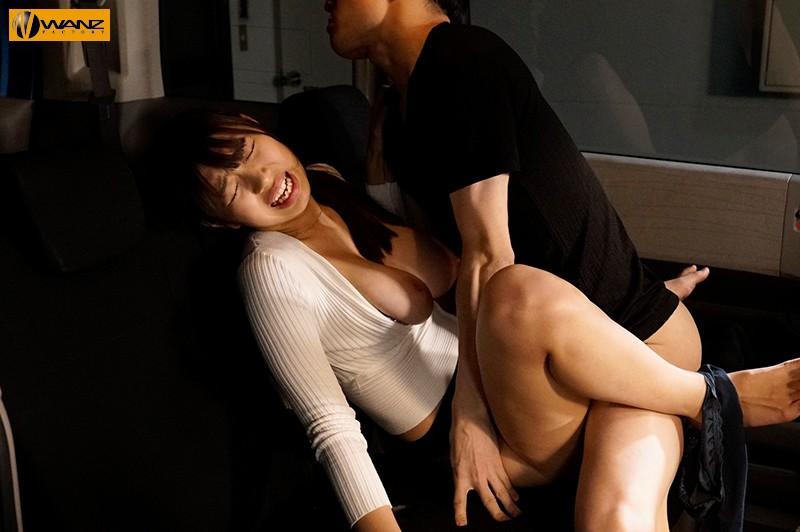 夫の目の前で寝取らせられた妻 愛する夫の願いで他の男達に何度も抱かれる巨乳妻 桐谷まつり 5枚目