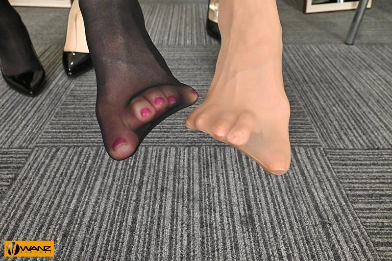 【VR】W女上司がドスケベ淫語でアナタをず~っと痴女りまくり!!in密オフ...のサンプル画像