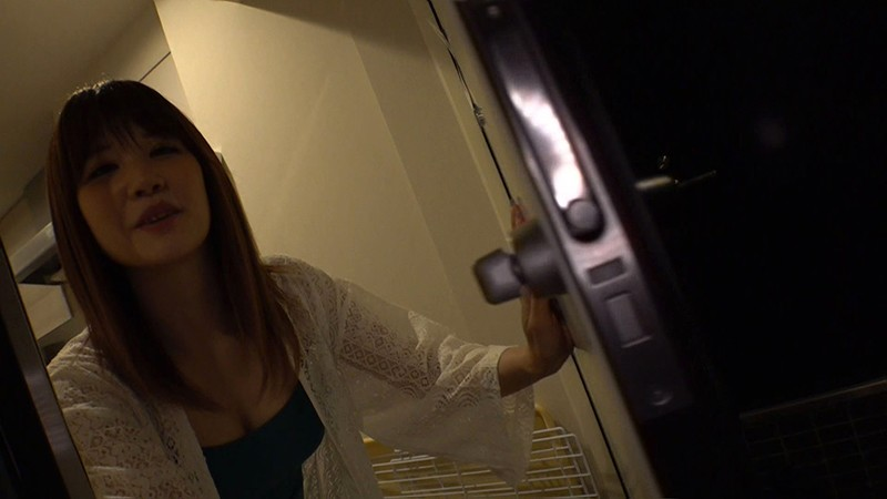 プライベート撮影のつもりが自宅で即ハメされちゃった件 涼宮琴音(若月まりあ)