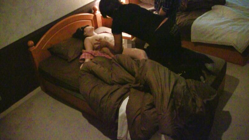 知らぬがホトケ!?自分の妻を目隠しして他人男に寝取らせる浮気現場!投稿盗撮4時間 キャプチャー画像 3枚目
