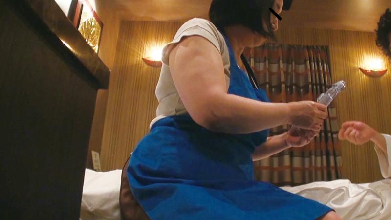 ビジネスホテル従業員のおばさんを痴漢して口説き落とせるか4時間 キャプチャー画像 17枚目