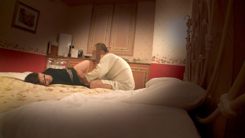 ビジネスホテル従業員のおばさんを痴漢して口説き落とせるか4時間 キャプチャー画像 18枚目