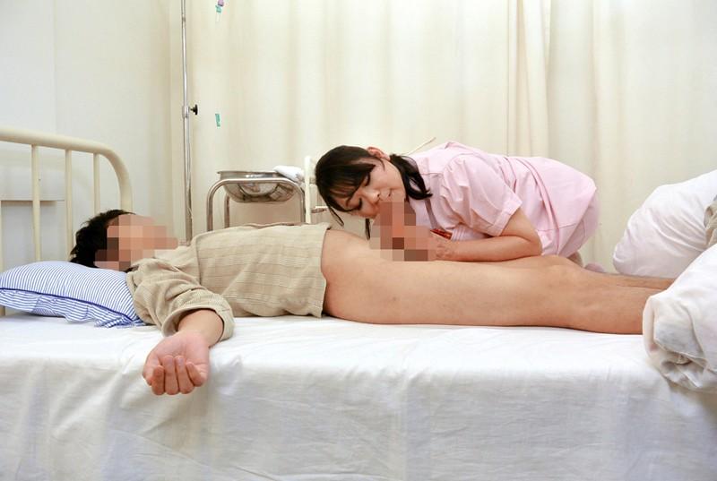 入院中で欲求不満な勃起チ○ポをナースに見せたら意外にも溜まった精子を放出してくれた4時間 15枚目