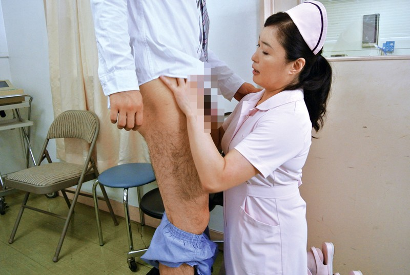 入院中で欲求不満な勃起チ○ポをナースに見せたら意外にも溜まった精子を放出してくれた4時間 7枚目