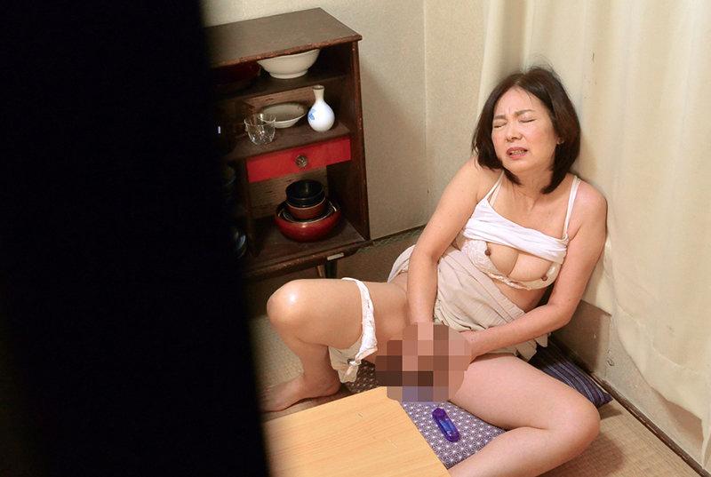 息子が盗み見てしまった母のオナニー240分 キャプチャー画像 8枚目