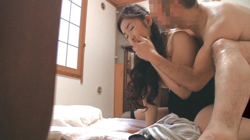 美人妻を持つ夫が悩む「妻は誘われても断りきれるオンナですから…浮気なんて」240分 画像15