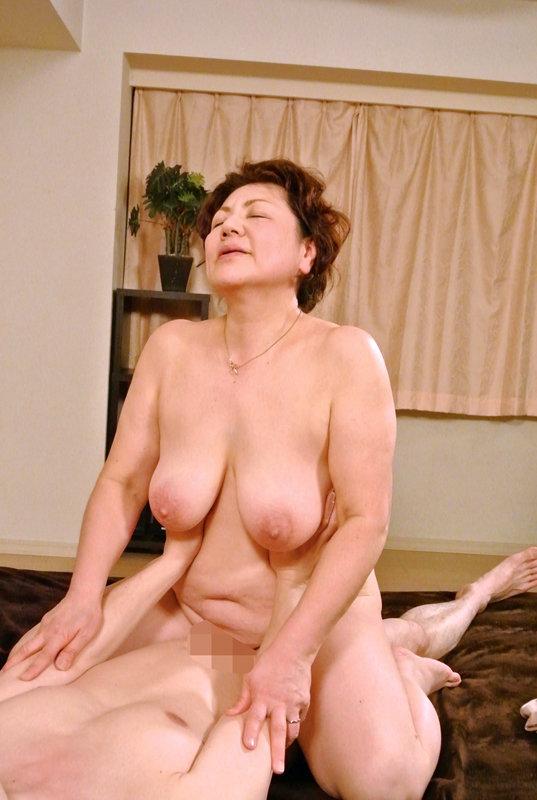 デカ乳できれいな奥さん限定!美人妻の垂れ乳交尾4時間 キャプチャー画像 6枚目