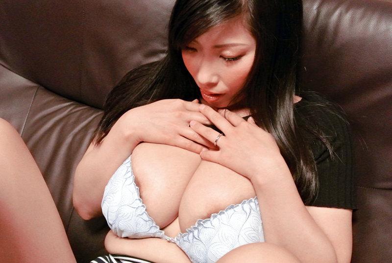 デカ乳できれいな奥さん限定!美人妻の垂れ乳交尾4時間 キャプチャー画像 7枚目
