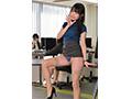 【DMM限定】こっそり淫語(バイノーラル)と大胆パンチラでオフィス内SEXをせがんでくる誘惑女上司 つぼみ 生写真3枚付き  No.3